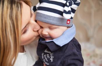 産後脱毛は母乳に栄養をとられるのも原因