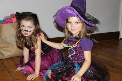 ハロウィンで仮装を楽しむ子供